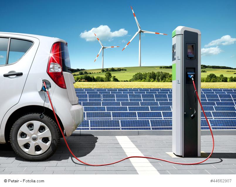 Mit dem sehr schleppenden Ausbau der Elektromobilität bleibt eine weitere klimaschonende Zukunftsvision der Bundesregierung deutlich hinter den eher realitätsfernen Erwartungen zurück. (Bild: Petair - Fotolia)