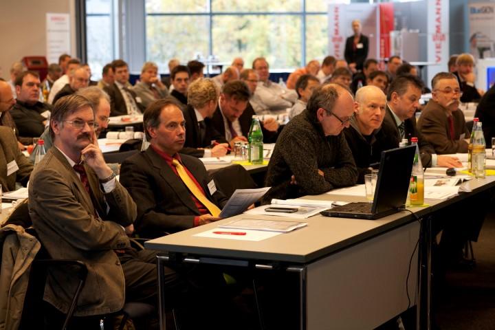 Rund 140 Teilnehmende waren bei der Mini-KWK-Konferenz 2013 in Berlin anwesend. Am 20. November 2014 findet nun die zweite Mini-KWK-Konferenz des BMUB in Berlin statt (Bild: BHKW-Infozentrum)
